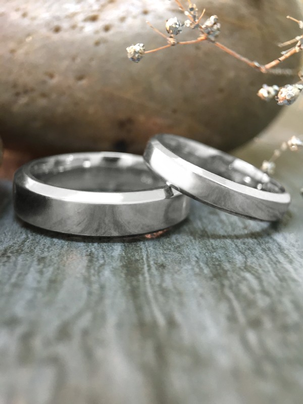 SET:3MM and 5.5MM Bevelled Polished Matching Wedding Bands Solid 14K White Gold (14KW) Modern Engagement Rings