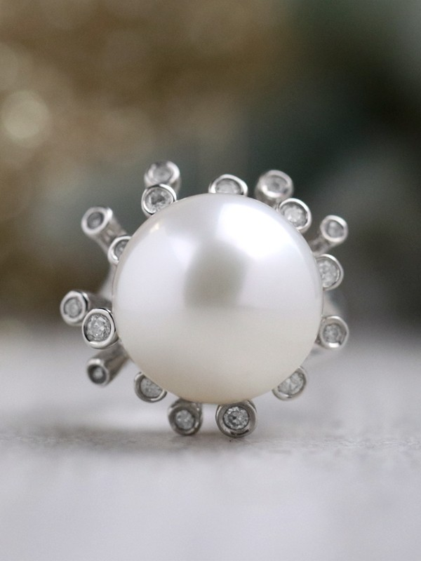 ONE-OF-A-KIND: South Sea Pearl and Diamond Cocktail <Bezel> Solid 14K White Gold (14KW) Estate Ring