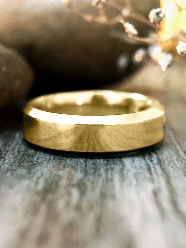 5.5MM Bevelled Polished Wedding Band Solid 14K Yellow Gold (14KY) Modern Men's Engagement Ring