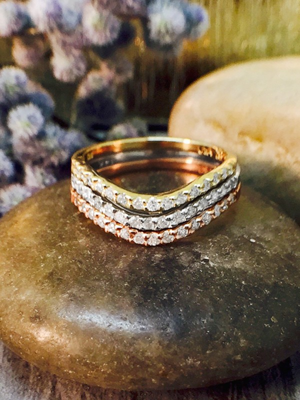 SET: Diamond Wavy Wedding Bands <Shared Prong> Solid 14K Tri-Tone Gold (14KW, 14KY, 14KR) Stackable Rings