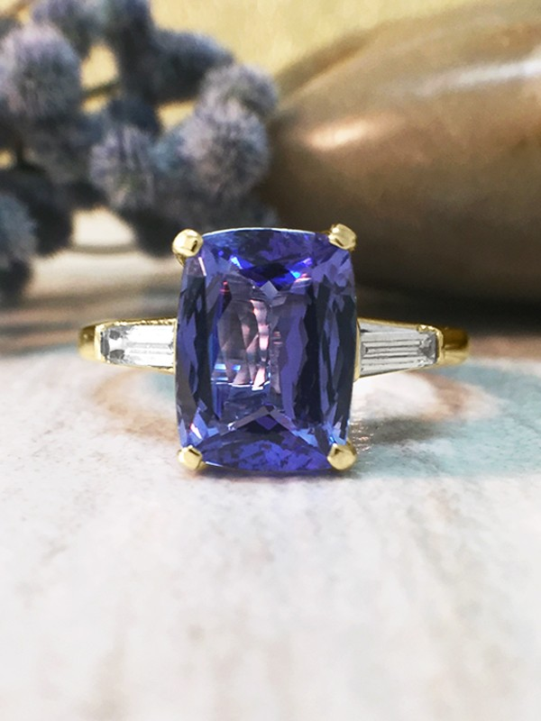 Tanzanite and Baguette Diamond Cocktail <Prong> Solid 14K Yellow Gold (14KY) Colored Stone Estate Ring